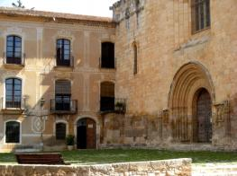 abadia-santes-creus-porta.jpg