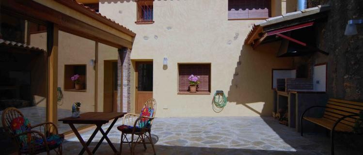 Casa de poble independent Ca l'Hortensia